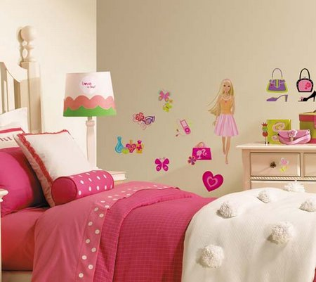 Charming Girls Bedroom Wall Decorating