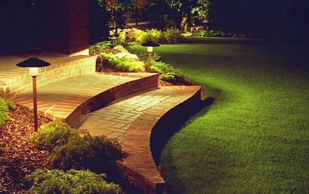 Modern-Exterior-Garden-Path-Light
