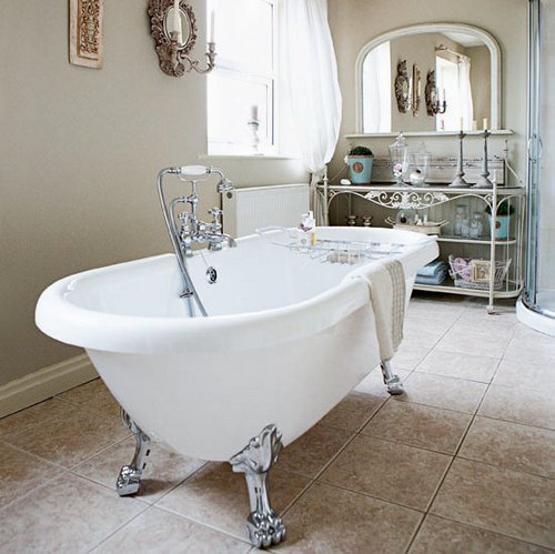 French country bathroom for Country chic bathroom ideas