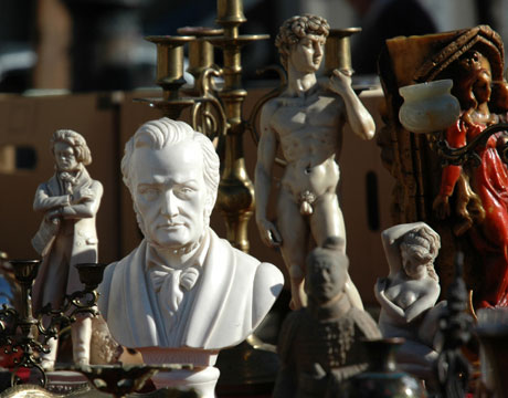 Best-Antique-Shows-statue-flea-market-de
