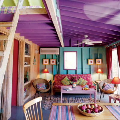 Colorful-living-roon-in-cottage