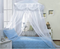 Princess Bouquet Bedroom Includes: Twin Canopy Poster Bed Dresser