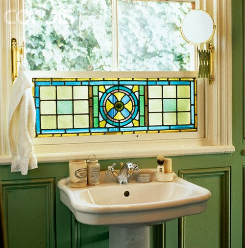 Stained glass for home decor for Stained glass bathroom window designs