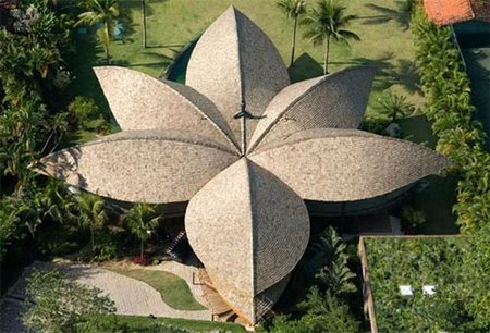 0009-roof-leaf-house-in-brazil1