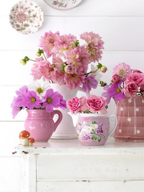 pink-vase-with-soft-colored-flower