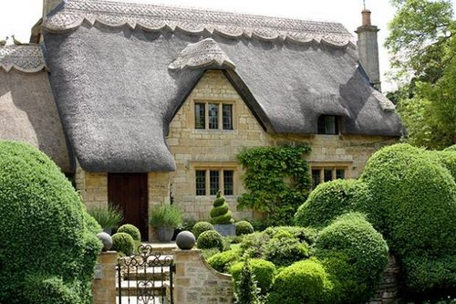 thached-roof-in-England