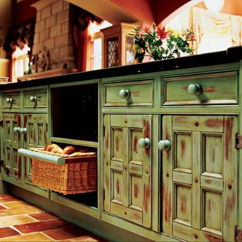 Green Kitchen Dresser: How To Decorate The Kitchen In Rustic Style?