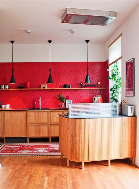 red-kitchen-wall