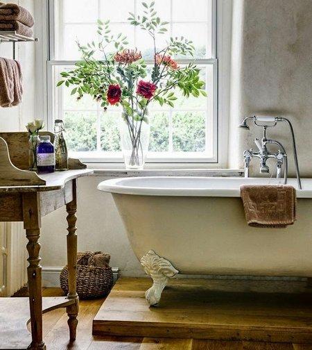 vintage-bathtub