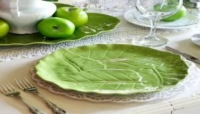 How to Put Together Green And White Summer Table Setting?