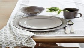 Dinnerware And Tablecloths For Modern Look Of The Table